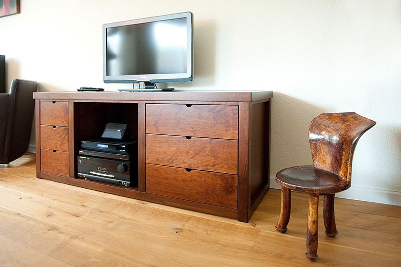 Uniek audio meubel - overzicht met tv en audio installatie