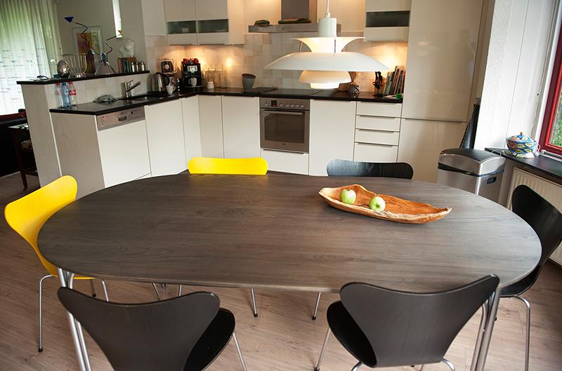 Nieuw massief tafelblad - uitstekend ingepast in moderne keuken