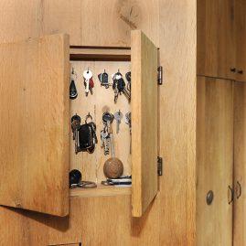 Kastenwand apparatuur uit zicht - sleutelkastje