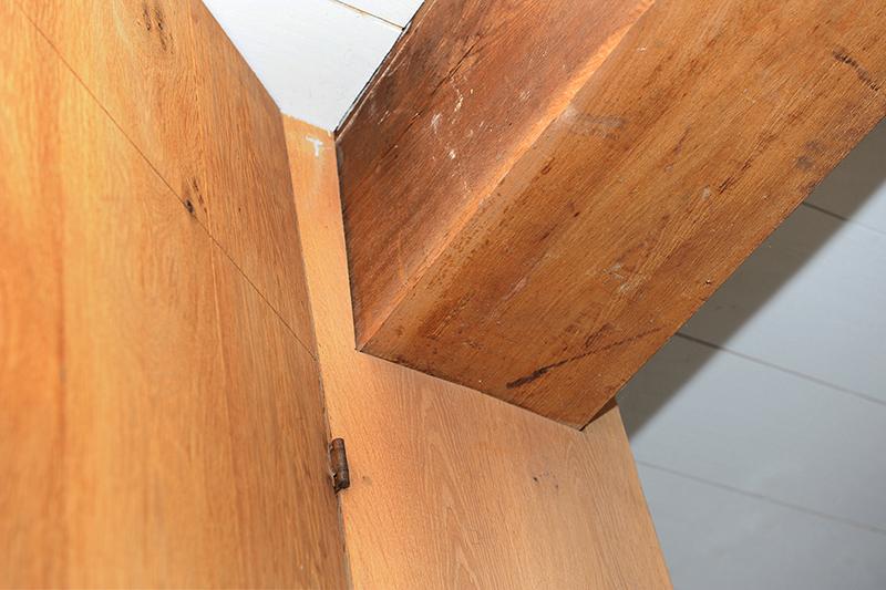 Kastenwand apparatuur uit zicht - detail