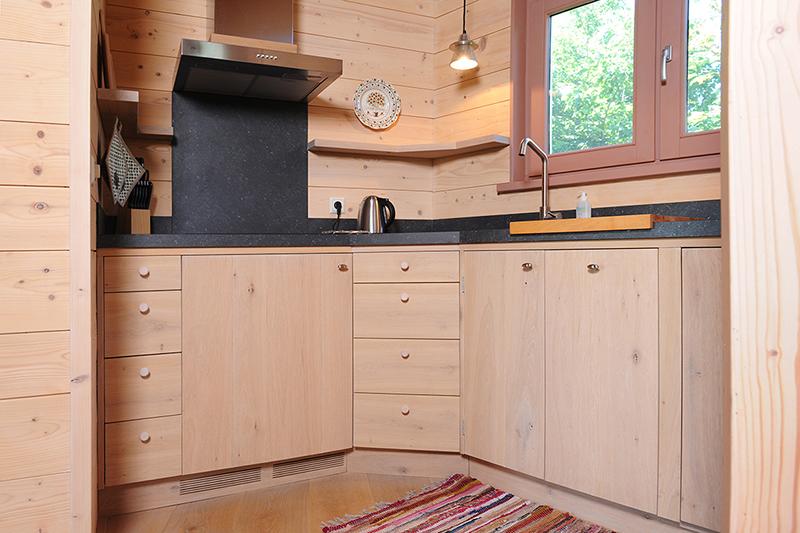 Compacte maatwerk keuken in eikenhout