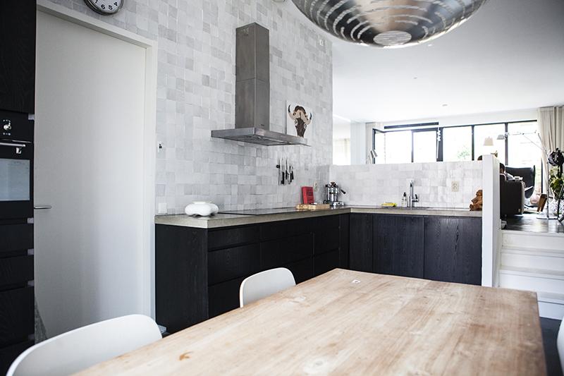 Moderne keuken maatwerk. Strakke keuken op maat van duurzaam ...